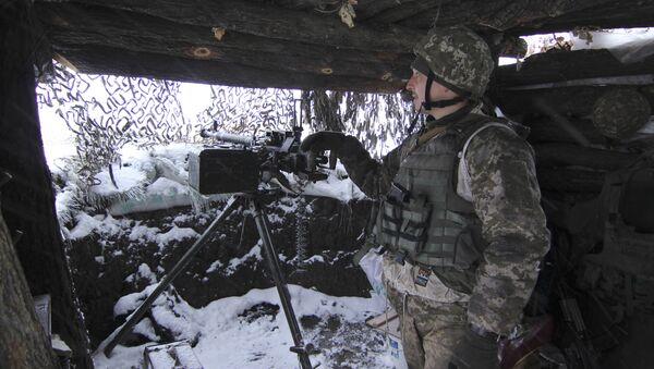 Ukrayna ordusundan bir asker - Sputnik Türkiye