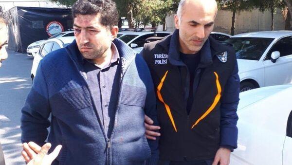 Senegalli turiste hakaret eden taksici - Sputnik Türkiye