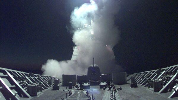 """Запуск крылатой ракеты """"Томагавк"""" с американского крейсера по целям в Югославии и Косово - Sputnik Türkiye"""