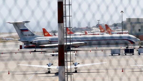 Rus askerleri taşıyan iki uçak Venezüella'ya geldi - Sputnik Türkiye