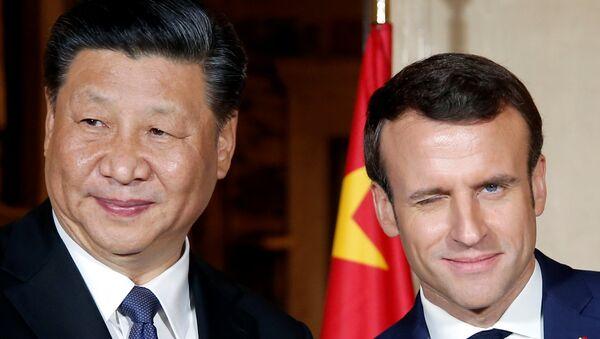 Şi Cinping ile Emmanuel Macron - Sputnik Türkiye