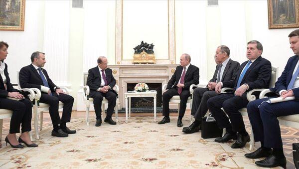 Rusya Devlet Başkanı Vladimir Putin, Lübnan Cumhurbaşkanı Mişel Avn ile Moskova'da görüştü. Görüşme sonrasında iki lider, ağırlıklı olarak Suriye meselesini ele alan ortak bir bildiri yayımladı. - Sputnik Türkiye