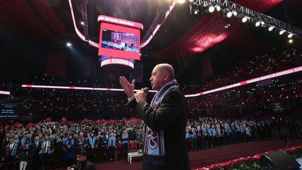 Cumhurbaşkanı Recep Tayyip Erdoğan, İstanbul'da Sinan Erdem Spor Salonu'nda düzenlenen Büyük Trabzonlular Buluşmasına katıldı. - Sputnik Türkiye