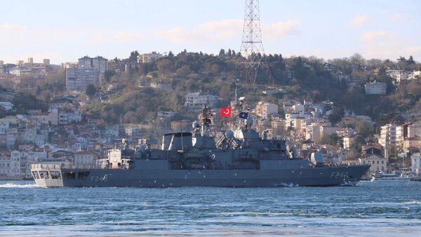 NATO'ya bağlı üç savaş gemisi İstanbul Boğazından geçiş yaptı. - Sputnik Türkiye