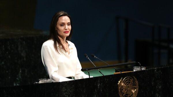 ABD'li ünlü oyuncu ve BM Mülteciler Yüksek Komiserliği İyi Niyet Elçisi Angelina Jolie - Sputnik Türkiye