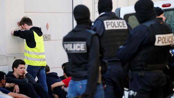 Fransa'daki Sarı Yelekler, gösterilerinin 20.haftasında - gözaltı - Sputnik Türkiye