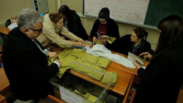 İstanbul'daki seçim sandıklarında oy sayım işlemi - Sputnik Türkiye
