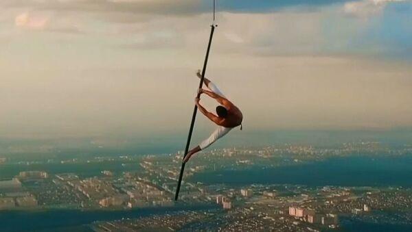 1500 metre yükseklikte güvenliksiz direk dansı gösterisi - Sputnik Türkiye