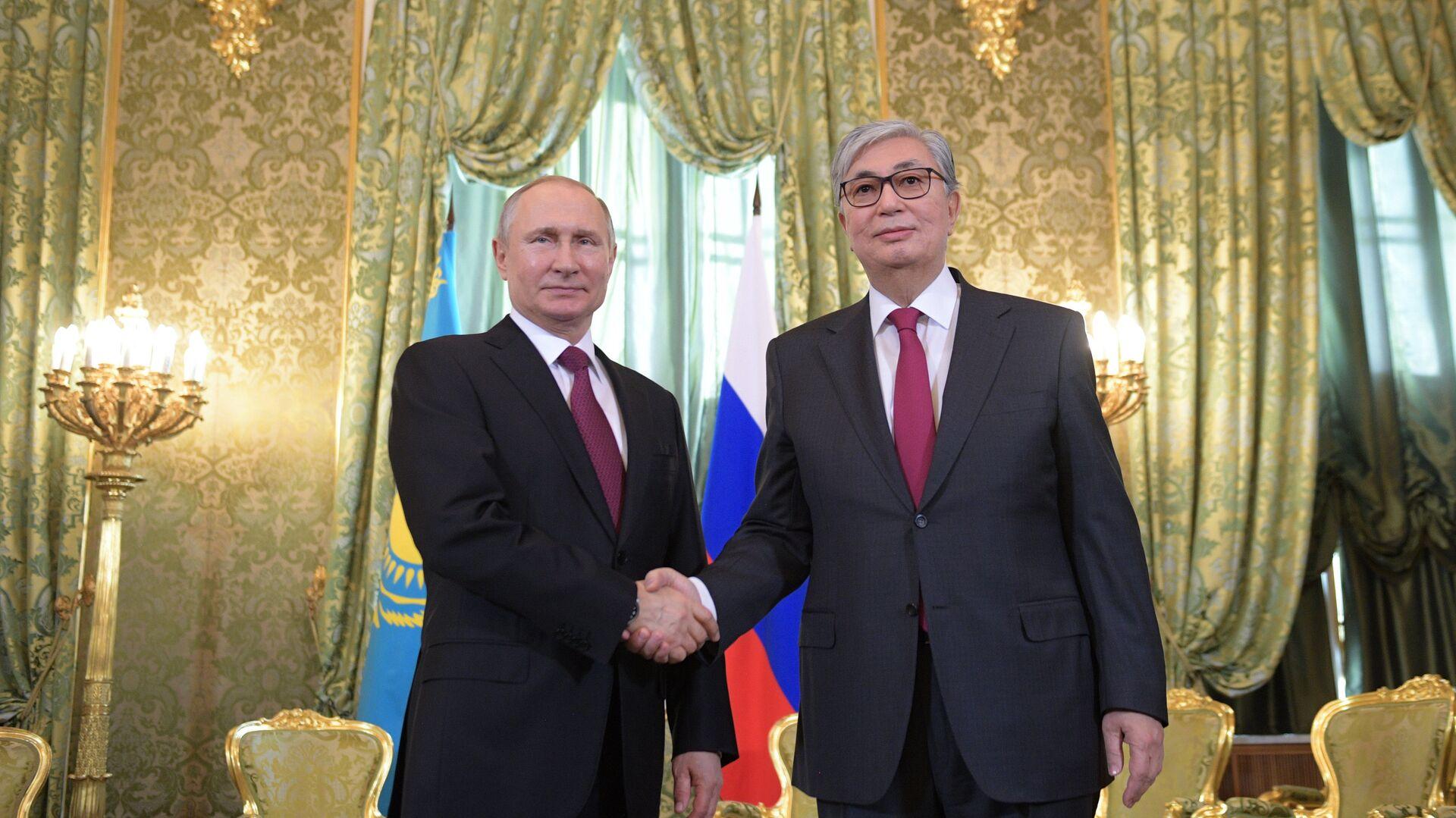 Kazakistan'ın yeni Devlet Başkanı Kasım Cömert Tokayev ile Rusya Devlet Başkanı Vladimir Putin - Sputnik Türkiye, 1920, 24.07.2021