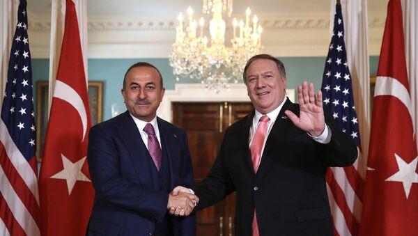 Çavuşoğlu, ABD'li mevkidaşı Pompeo ile görüştü - Sputnik Türkiye
