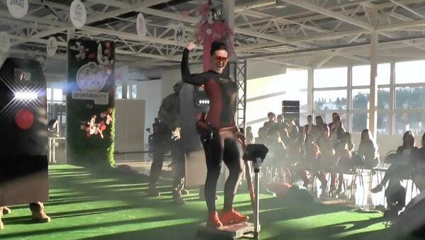 Kırım'da güç sporlarında başarılı olan kadın sporcular güzelliklerini yarıştırdı - Sputnik Türkiye