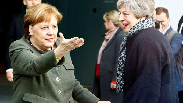 Merkel, Berlin'e gelen May'i karşılamayı unuttu - Sputnik Türkiye