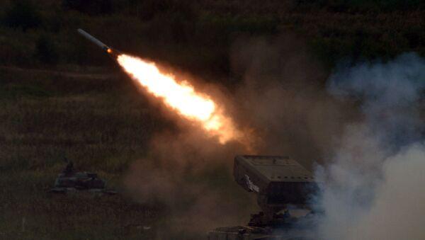 'Cehennem silahı' olarak da anılan TOS-1A 'Solntsepek' - Sputnik Türkiye