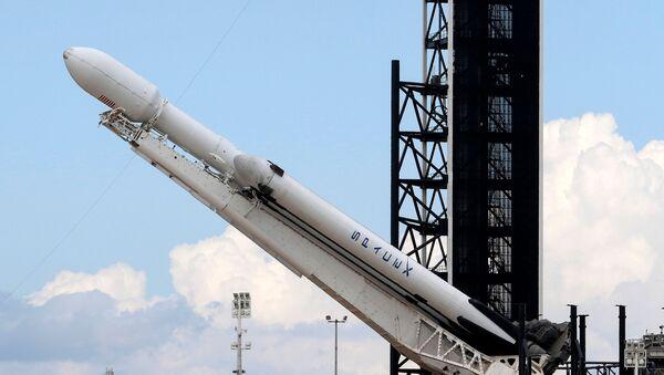 ABD'li uzay mekiği ve roket üreticisi SpaceX, Falcon Heavy roketini ilk kez ticari amaçlı fırlattı.  - Sputnik Türkiye