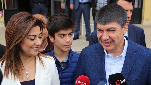 Menderes Türel - Ebru Türel - Sputnik Türkiye