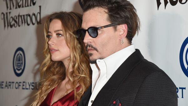 Johnny Depp'in 50 milyon dolarlık hakaret davasında Amber Heard'dan yanıt: Şiddet gerçek - Sputnik Türkiye
