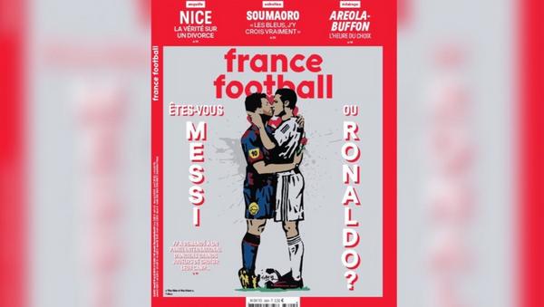 Messi ile Ronaldo öpüşüyor - Sputnik Türkiye