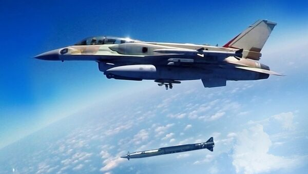 A Rampage supersonic stand-off air-to-surface missile being launched from an F-16 multirole combat aircraft - Sputnik Türkiye