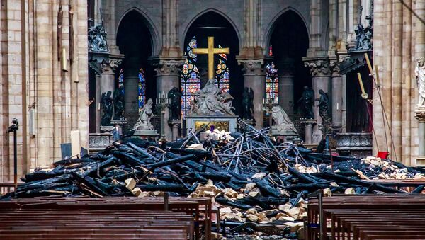 Yangının ardından Notre Dame Katedrali - Sputnik Türkiye