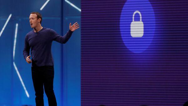 Kamuoyuna kullanıcı verilerini koruduklarına dair açıklamalar yapan Facebook CEO'su Mark Zuckerberg'in uzun yıllardır en üst düzey yöneticileriyle kullanıcı verilerine erişimi pazarlamaya dair planları ele aldığı belirtildi. - Sputnik Türkiye