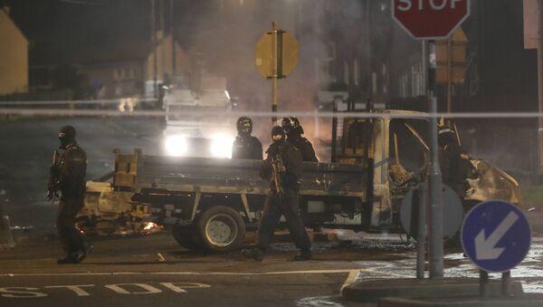 Kuzey İrlanda'nın Derry kentindeki protestolar  - Sputnik Türkiye
