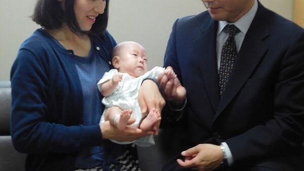 Japonya'da doğan dünyanın en küçük bebeği taburcu edildi. - Sputnik Türkiye