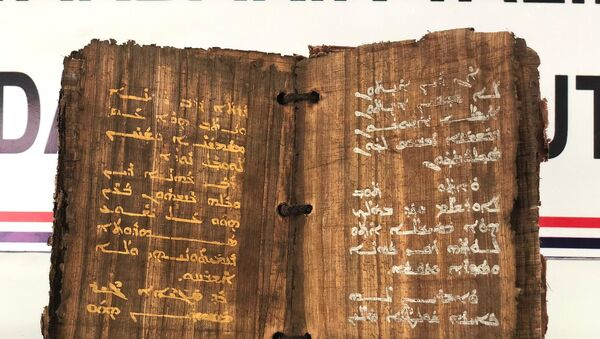 Dİyarbakır'da bin 300 yıllık olduğu tahmin edilen kitap ele geçirildi - Sputnik Türkiye