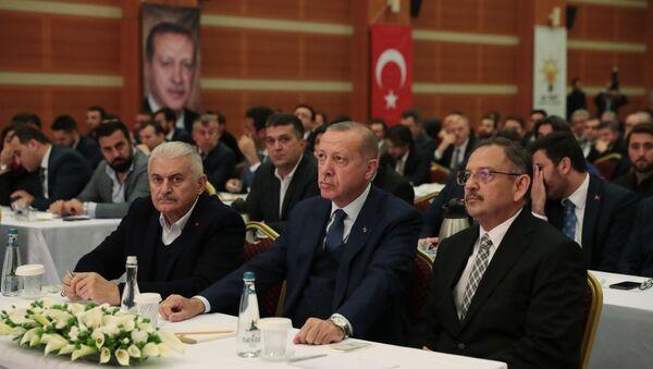 Erdoğan, AK Parti İstanbul İl Başkanlığı'nda Yıldırım ve Özhaseki ile görüştü - Sputnik Türkiye