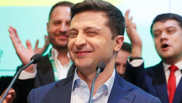 Vladimir Zelenskiy seçim zaferini kutlarken - Sputnik Türkiye