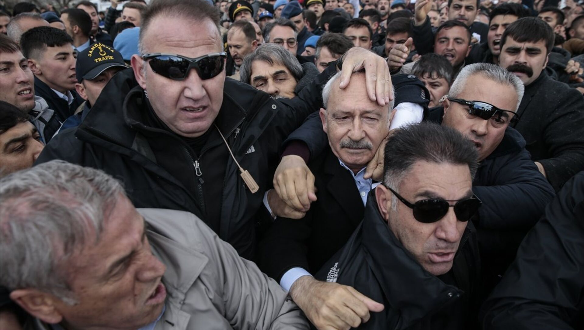 CHP Genel Başkanı Kılıçdaroğlu, Ankara'nın Çubuk ilçesinde şehit sözleşmeli piyade er Yener Kırıkcı'nın cenaze namazında bir grubun linç girişimine uğradı. - Sputnik Türkiye, 1920, 01.03.2021