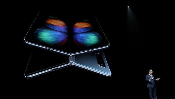 Samsung'un katlanabilir telefonu Galaxy Fold - Sputnik Türkiye