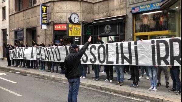 Lazio ve Inter taraftarlarının 'Mussolini'ye övgü' pankartına soruşturma - Sputnik Türkiye