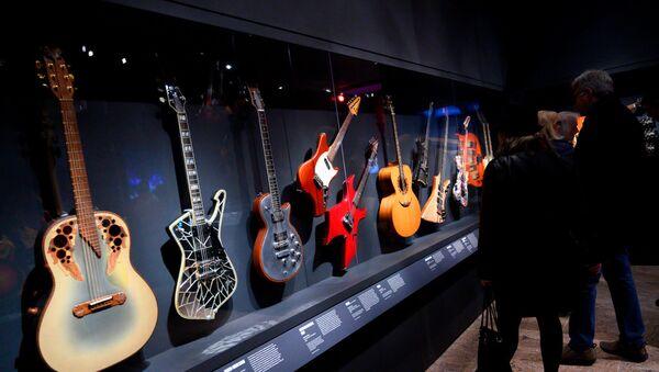 New York Metropolitan Müzesi'nde 'Rock 'n' Roll' enstrümanları sergisi - Sputnik Türkiye