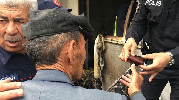 Mustafa dedenin yangında cüzdanını kurtarma telaşı - Sputnik Türkiye
