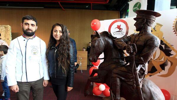 Azerbaycanlı ustadan 'en tatlı Atatürk anıtı': 500 kilogram çikolata kullanıldı - Sputnik Türkiye