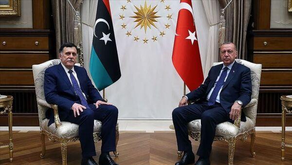 Cumhurbaşkanı Recep Tayyip Erdoğan, Libya Ulusal Mutabakat Hükümeti (UMH) Başkanlık Konseyi Başkanı Fayiz es-Serrac - Sputnik Türkiye
