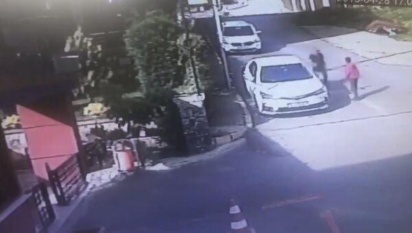 Erik çekirdeği için çocuğu dövdü - Sputnik Türkiye