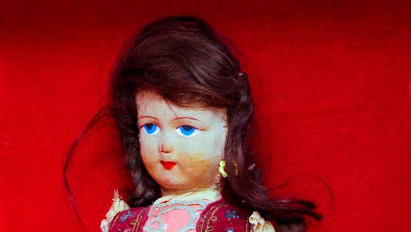 Almanya'da Auschwitz kampında öldürülen kızın saçlarının dikildiği oyuncak - Sputnik Türkiye