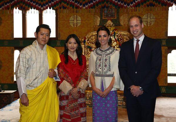 Butan Kralı Jigme Khesar Namgyel Wangchuck ve eşi Cambridge Dükü ve Düşesini ağırladı. - Sputnik Türkiye