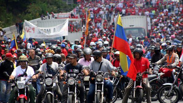 Venezüella'da Devlet Başkanı Nicolas Maduro'yu destekleyenler yürüyüş yaptı. - Sputnik Türkiye
