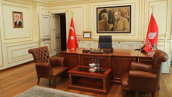 İstanbul Büyükşehir Belediyesi (İBB) Başkanı Ekrem İmamoğlu'nun makam odası - Sputnik Türkiye