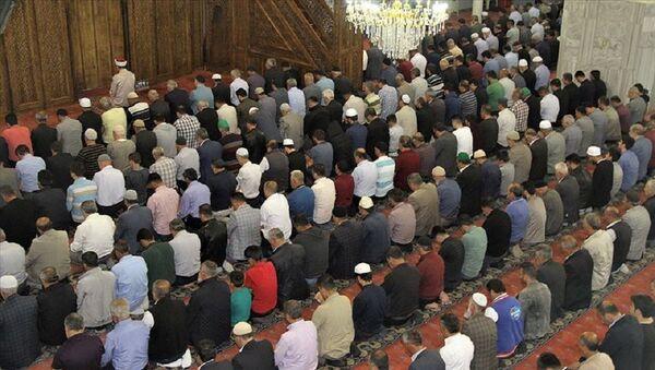 Müftüden 'jet imam' uyarısı: 'Ne kadar hızlı kıldırırsa o kadar fazla cemaatin geldiği' gibi bir intiba oluşan camilerimiz takip altında - Sputnik Türkiye