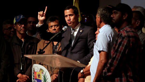 Venezüella'da darbe girişimi başlatan Juan Guaido, işçilerle buluştu. - Sputnik Türkiye