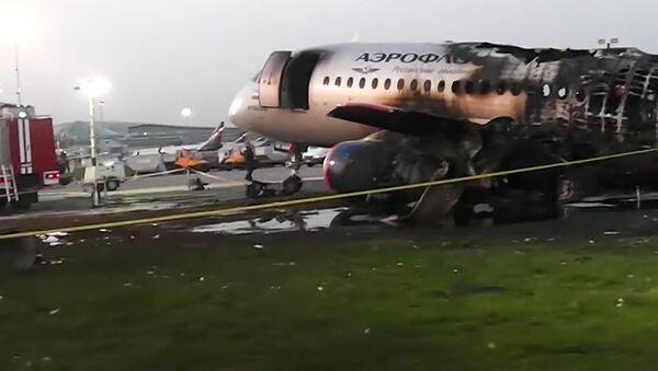 Moskova-Murmansk seferini yaparken acil iniş yapan ve çıkan yangında 41 kişiye mezar olan Rus Aeroflot Havayolları'na ait Sukhoi Superjet-100 - Sputnik Türkiye