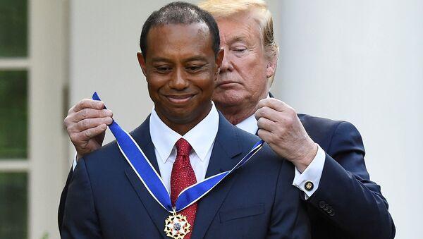 Trump, Beyaz Saray'da düzenlediği törenle Woods'uBaşkanlık Özgürlük Madalyası'yla ödüllendirdi. - Sputnik Türkiye
