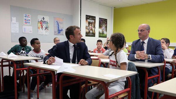 Fransa Cumhurbaşkanı Emmanuel Macron ve Eğitim Bakanı Jean-Michel Blanquer - Sputnik Türkiye