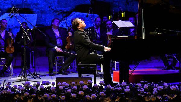 Türk - Rus Klasik Müzik Festivali'nde Fazıl Say Moskova Virtüözleri'ne eşlik etti. - Sputnik Türkiye