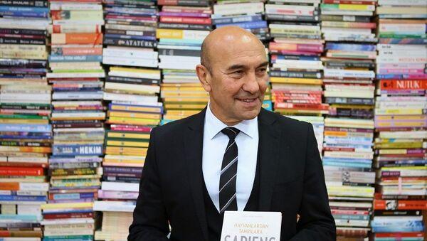 Tunç Soyer, kitap bağışı - Sputnik Türkiye