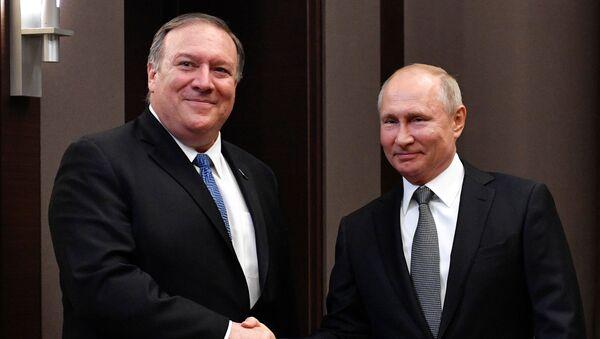 Rusya lideri Vladimir Putin ve ABD Dışişleri Bakanı Mike Pompeo - Sputnik Türkiye