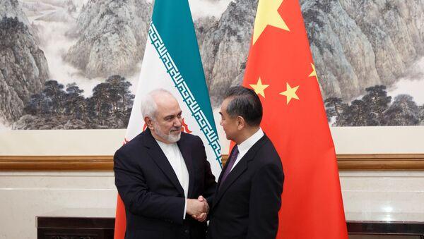 Çin Devlet Müşaviri ve Dışişleri Bakanı Vang Yi, başkent Pekin'de temaslarda bulunan İran Dışişleri Bakanı Cevad Zarif ile görüştü.  - Sputnik Türkiye